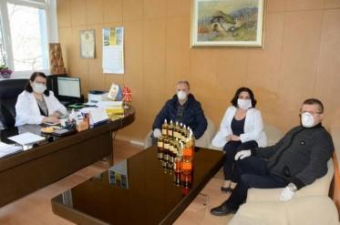 """""""Нектар"""" донираше мед и прополис за медицинскиот кадар во Битолската болница"""