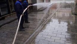 """Екипите на """"Водовод"""" комплетно ги измија улиците и пристапите во Старата битолска чаршија"""