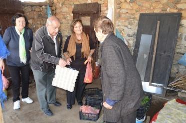 Пензионерите за Велигден донираат храна за 50 семејства