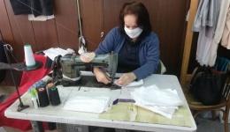 Шивачите од Битолскиот театар изработија 300 маски за Битолската клиничка болница