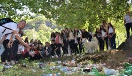 Младите ја исчистија депонијата кај базенот во Дихово