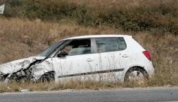 Сообраќајка кај Братиндол, по судар на две возила автомобил излетал од патот
